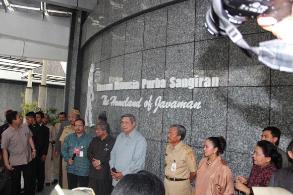 Presiden SBY didampingi Kepala Balai Pelestarian Situs Manusia Purba
