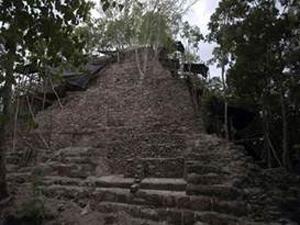 Bangunan kuil peninggalan peradaban Maya